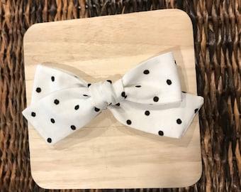Swiss dot hairbow // polka dot bow