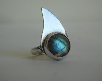 950 Silver ring with a labradorite stone