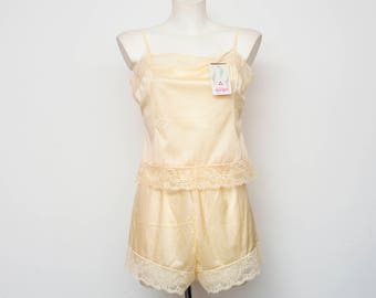 Nos vintage lingerie Cream set top and pant