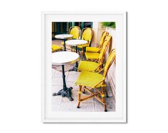 Photographie Fine Art d'une terrasse Parisienne à Paris aux chaises Jaune - France