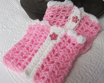 Crochet Boot Cuffs,Boot Cuffs,Boot Toppers,Boot Cuffs with Button,Flower,Pink Boot Cuff, Stylish,Feminine Boot Cuff,Boot Sock,Wood Button