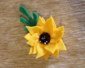 Small felt sunflower brooch/pin
