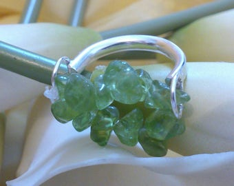 Sterling silver and peridot elasticated ring