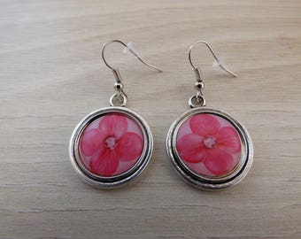 METAL AND PINK FLOWER CABOCHON EARRINGS