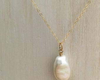 Cultured Pearl Chain Necklace, 14K Gold Filled, Cream Freshwater Baroque Pearl Pendant Necklace, Large Pearl Pendant Drop, Bride Bridesmaids