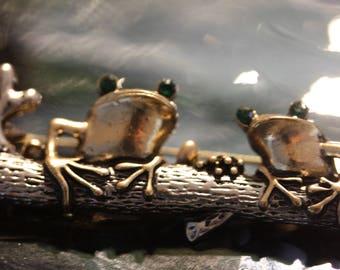 Friendly Frog Friends Fashion Brooch