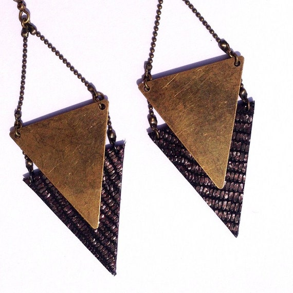 "Earring gold black / gold metal triangle CHEYENNE / leather - Collection ""Indian summer"""