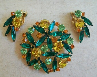 Vintage Juliana brooch and clip earrings, DeLizza and Elster jewerly set, green navarretes, round, stunning, glamorous, sparkly, stunning