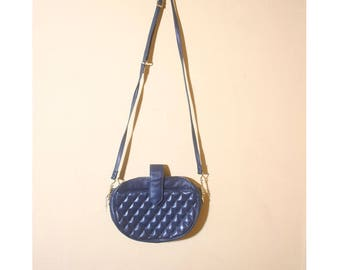 Vintage 1980s Quilted Oval Navy Blue Chain Brio Sling Cross body Hand Bag Purse