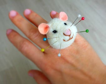 Mouse pincushion ring, Needle felted pincushion ring, Gift for sewists, sewers, seamstresses, Secret Santa gift for mouse lover