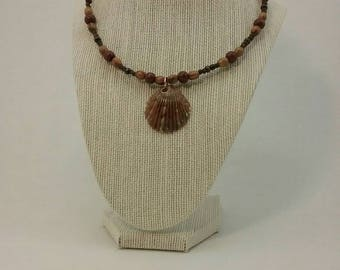 Sea shell and wood beads necklace