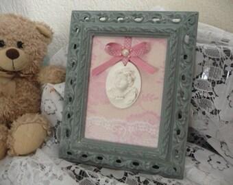 Scalloped frame Cherub on a pink background
