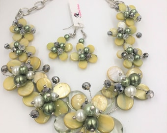 Mother of Pearl Flower Necklace & Earring Set in Yellow-Green, Floral Jewelry, Shell Necklace, Bridal Necklace, Quinceanera Necklace, Prom