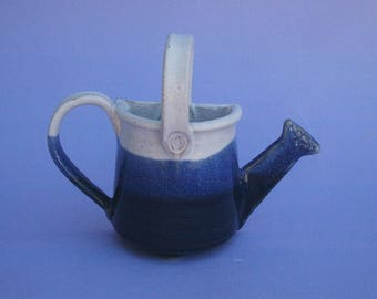 Flower vase in the shape of a watering can