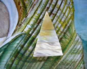 vintage natural mother of Pearl Turbo triangular pendant bead
