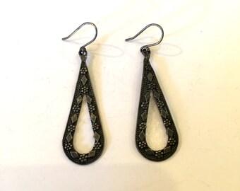 Vintage earrings sterling silver earrings dangle earrings drop earrings loop earrings antique earrings retro earrings flower diamond detail