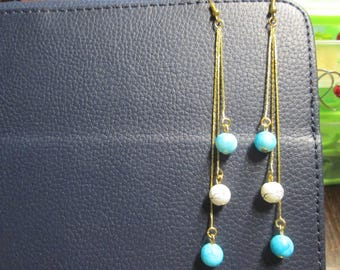Earring gold and turquoise and white satin glass bead