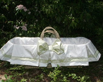 Sweet Silk Baby Moses Bassinet