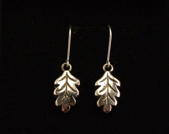 Tammenlehvä-korvakorut/ Oak leaf earrings