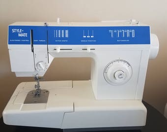 Vintage 1970' New barely used Singer Style Mate SM-14C Sewing Machine with foot pedal