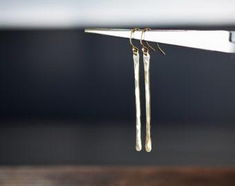 Long hammered bar earrings/ 14k gold filled/ Dainty trendy elegant jewelry/ Rock Elegance
