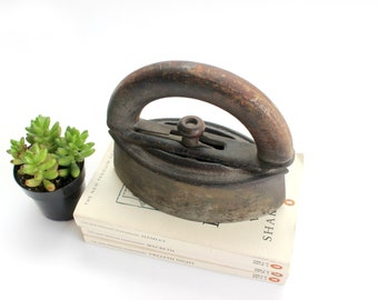 Antique Iron, Vintage Memoribilia