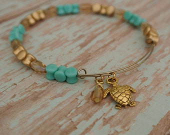 Adjustable turquoise beaded bracelet // crystal beads // sea turtle bracelet // beach bracelet // turquoise bracelet