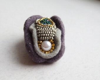 vagina jewelry, yoni, vulva brooch, Vagina brooch, feminist gift, vagina magnet, vagina pin, needle felted vagina, vulva pin, with pearl