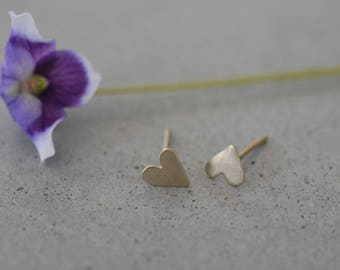 14k gold tiny delicate earrings, 14k gold heart stud earring, heart earrings, gold earrings, 14k solid gold, 14k gold handmade stud earrings
