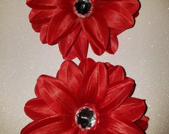 Red flower clips