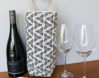 Insulated wine tote / wine cooler in navy Trefoil fabric. Single bottle bag for wine. Wine bottle carrier, wine lover gift or gift for him.