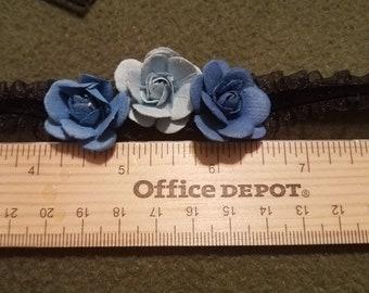 Tri blue rose choker