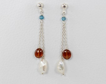 dangle earrings in sterling silver with chain and baroque pearls, garnet and apatite
