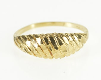 10K Rounded Scalloped Textured Graduated Band Ring Size 6 Yellow Gold