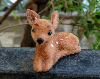 Vintage Flocked Kunstlershulz Fawn made in West Germany