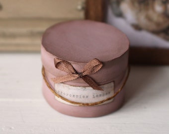 Dolls House Miniature Vintage Hat Box in 12th scale