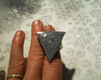 """"""""""" unique gray glittered triangle ring"""