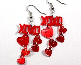 La Saint-Valentin XOXO boucles d'oreilles coeurs métalliques rouges pendantes Sequin en plastique bijoux