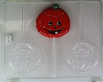 Happy pumpkin w/ a tooth showing H002