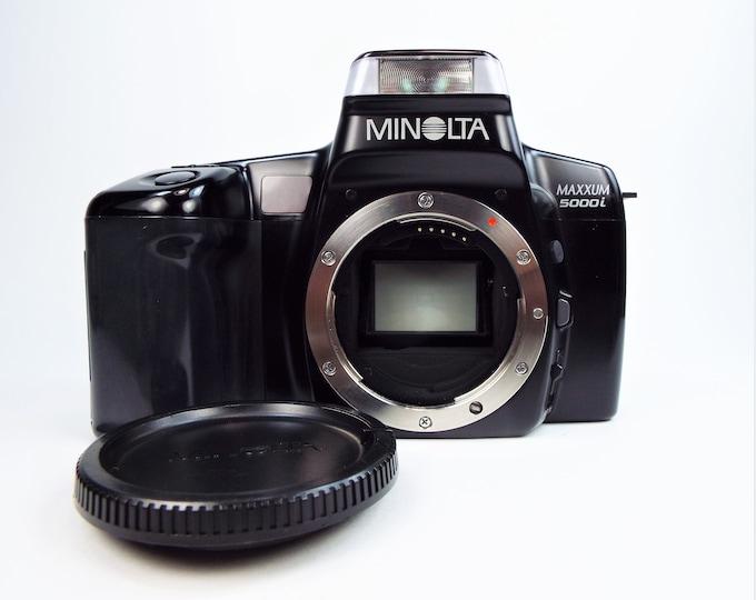 Vintage Minolta Maxxum 5000i 35mm SLR Film Camera w/ Minolta Body Cap & Instruction Manual and Papers