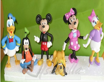Mickey mouse and friends cake topper cold porcelain / Center of cake