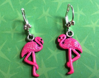 Pink flamingo earrings. Tropical bird earrings. Rockabilly earrings. Retro Pinup earrings.  Hand painted earrings. Summer Beach earrings