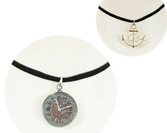 choix de colliers style choker avec  pendentif/ choice of choker necklace with metal charm