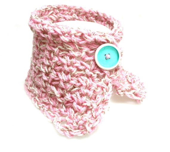 Bubble gum and mint, mint green lacquered white button crochet collar