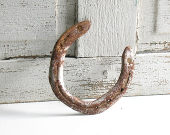 Vintage horseshoes / rusty horseshoes / rustic farmhouse  equestrian style home decor / good luck horses barn finds