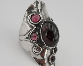 Hadar  Art Sterling Silver  Grarnet  Ring  size 7 .and can be resized  silver 925 (174)