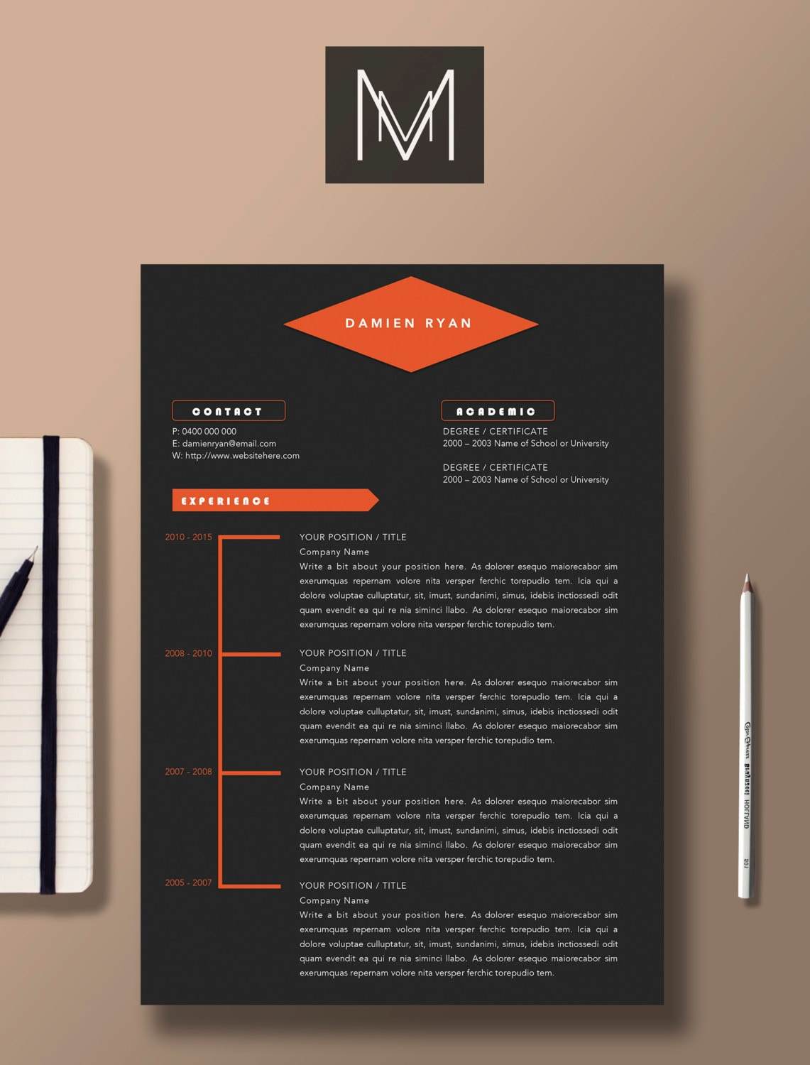 🔎zoom  Professional Graphic Design Resume