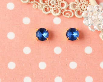 """Midnight Buttons"" earrings 8 mm Verg Blue"