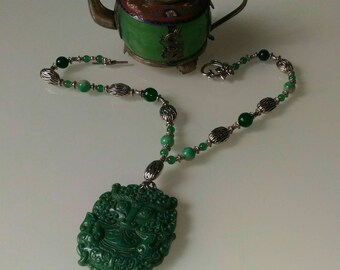Elle family knit awesome green jade mask on matching necklace fandeluxe Choice Image