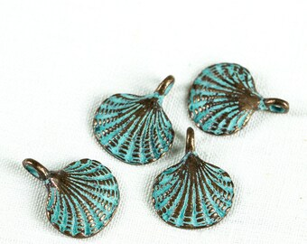 25%OFF 4 Green Patina Scallop Shell Metal Charms, Verdigris, Greek Mykonos Small Casting Charm 15 mm